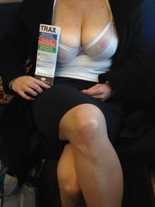 Femme suceuse disponible pour une soirée sexe à Moselle
